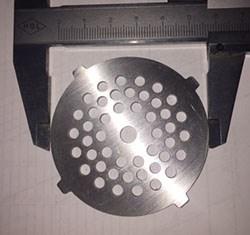 VS058 Решетка 3,8мм для мясорубок Vitek D=60мм, толщина 2мм - фото 19717